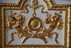 Woodcarving and ornaments in wood for interiors and furniture .Reproduction and period furniture of liege style furniture . Luxury Furniture, Furniture Design, Horn Of Plenty, Gold Labels, Classic Interior, Marquetry, French Decor, Baroque, Rococo