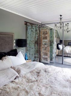 SOVEROM: Mørkt og røft på soverommet. Interiørstyling ved Tone Kroken.