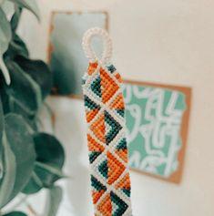 Diy Bracelets Patterns, Thread Bracelets, Embroidery Bracelets, Diy Embroidery, Bracelet Designs, Beaded Bracelets, Homemade Bracelets, Diy Bracelets Easy, Bracelet Crafts