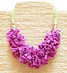Collares babero - Collar trapillo. Collar nudos. Collar tela lavanda - hecho a mano por HaveaFlowerDay en DaWanda