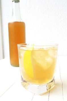 Zelf ijsthee maken Infused Water, Weight Watchers Meals, Iced Tea, Smoothies, Alcoholic Drinks, Fruit, Breakfast, Glass, Desserts