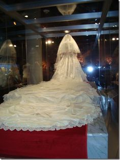 Princess Dianas wedding dress. Saw this on display in Kansas City, MO! of all places!!