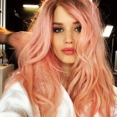 Georgia May Jagger with dreamy pink hair(Pastel Hair Coral) Blorange Hair, Dye My Hair, Her Hair, Georgia May Jagger, Strawberry Blonde, Spring Hairstyles, Pretty Hairstyles, Cabelo Rose Gold, Hair Questions
