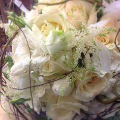 Nested bridal bouquet acesflowers.com #Padgram