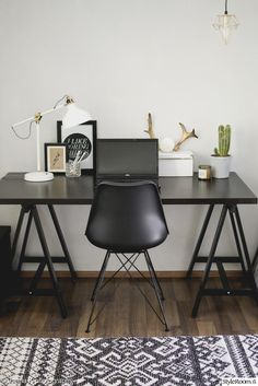 sweet living and things Office Interior Design, Home Office Decor, Office Interiors, Interior Design Inspiration, Black Interiors, Office Ideas, Home Decor, Black Office Furniture, Ideas Geniales