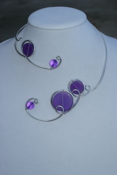 Here is a modern and unique jewelry. It's an open collar necklace made with alu wire and resin beads handmade in Indonesia. You will receive it in a white cardboard jewelry box via express post. Purple Necklace, Purple Jewelry, Wire Necklace, Wire Wrapped Necklace, Metal Necklaces, Collar Necklace, Necklace Lengths, Prom Jewelry, Beaded Jewelry