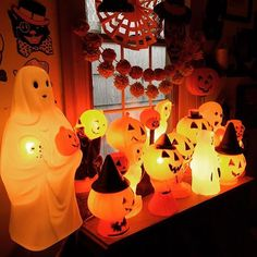 It's all aglow in here this morning. #vintagehalloweenblowmolds