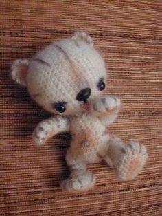 Амигуруми - это маленькие мягкие игрушечки (животные или любые существа), связанные крючком или спицами (чаще всего крючком). Эти игрушки сами по себе очень миленькие, посмотрите:  Но гораздо интереснее и симпатичнее они смотрятся, если тонировкой выделить глазки, животик, сделать розовые…