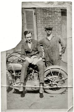 Harley and Davidson; Now its Harley Davidson! Hd Vintage, Vintage Bikes, Vintage Motorcycles, Harley Davidson Motorcycles, Triumph Motorcycles, Vintage Cars, Old Pictures, Old Photos, Vintage Photographs