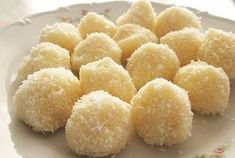 on a gluten-free, dairy-free diet and want to enjoy a delicious easy snack without baking? Snow coconut balls recipe is for you. Check it out Gluten Free Desserts, Delicious Desserts, Sin Gluten, Cake Coco, Cigarette Russe, Baby Food Recipes, Snack Recipes, Romanian Desserts, Coconut Balls