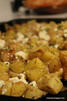 Potatoes with Feta Cheese and Lemon Roasted Greek Potatoes With Feta and Lemon. I (Jackie), have made this and it is SO yummy!Roasted Greek Potatoes With Feta and Lemon. I (Jackie), have made this and it is SO yummy! Greek Recipes, Side Dish Recipes, Vegetable Recipes, Vegetarian Recipes, Cooking Recipes, Dinner Recipes, Healthy Recipes, Lemon Recipes, Healthy Food