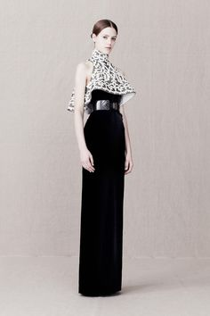 Alexander McQueen Pre-Fall 2013 - Runway Photos - Fashion Week - Runway, Fashion Shows and Collections - Vogue Style Haute Couture, Couture Fashion, Runway Fashion, Moda Fashion, High Fashion, Fashion Show, Fashion Design, Style Fashion, Essentiels Mode