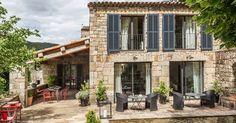 Le Hameau du Fayet en Ardèche est inscrit dans l'histoire familiale de Pascal depuis maintenant deux générations. Suivant les traces de ses ...