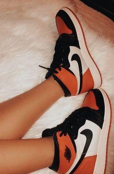 Jordan Shoes Girls, Girls Shoes, Sneakers For Girls, Michael Jordan Shoes, Jordan Outfits, Sneakers Women, Zapatillas Nike Jordan, Nike Shoes Air Force, Aesthetic Shoes