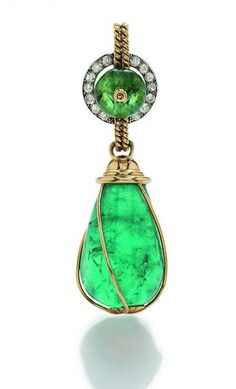 Art Deco Emerald Drop Pendant in 750/000 Yellow and white Gold. Natural green emerald cut as cabochon. Diamonds are set in Pave method. France, c. 1919