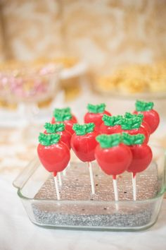Snow white theme, chocolate apple candy Candy Apples, Apple Candy, Snow White Wedding, Chocolate Apples, Bridal Shower, Diy Crafts, Cake, Shower Ideas, Desserts