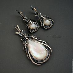 Купить комплект украшений - серьги и кулон с перламутром - серебряный, комплект украшений, серьги и кулон