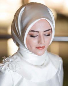 dresses for muslim wedding guest Hijabi Wedding, Wedding Hijab Styles, Muslimah Wedding Dress, Muslim Wedding Dresses, Muslim Brides, Bridal Dresses, Muslim Couples, Dress Wedding, Bridal Hijab