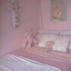 [22] my childhood room was so girly.. oh, gosh.... it's still very girly...