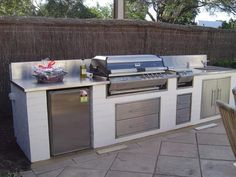 Ways To Choose New Cooking Area Countertops When Kitchen Renovation – Outdoor Kitchen Designs Modern Outdoor Kitchen, Outdoor Kitchen Bars, Outdoor Kitchens, Kitchen Furniture, Kitchen Decor, Furniture Stores, Kitchen Ideas, Parrilla Exterior, Outdoor Grill Station