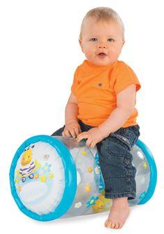 Smoby detský valec #Cotoons je skvelá mäkučká hračka s rozprávkovými obrázkami, ktorá je vhodná pre deti od 12 mesiacov. Vo vnútri valčeka pre deti sú guličky so zvončekmi, ktoré veselo cinkajú pri každom pohybe. Sports, Ainsi, Decor, Collection, Summer Rolls, Bebe, Moving Forward, Pretty, Hs Sports
