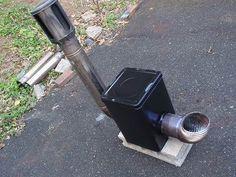 一斗缶を使って製作した煙突を使って排煙する二重構造のロケットストーブの作り方を紹介します。雪中キャンプでもタープの中は温かくて快適。