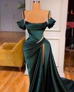 Glam Dresses, Event Dresses, Red Carpet Dresses, Fashion Dresses, Stunning Dresses, Beautiful Gowns, Pretty Dresses, Green Evening Gowns, Ball Gowns Evening