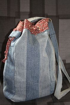 love this denim bag ~ I think I can make this recycle!