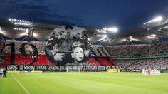 Varsavia, la coreografia shock dei tifosi del Legia per ricordare la rivolta contro i nazisti