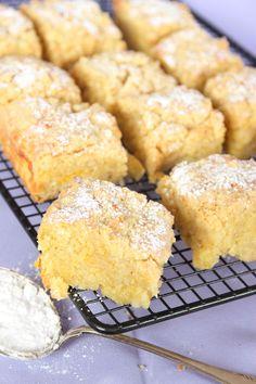 Orange(or lemon) vanilla cobbler squares Pastry Recipes, Baking Recipes, Cookie Recipes, Dessert Recipes, Norwegian Food, Swedish Recipes, Norwegian Recipes, Chocolate Recipes, Food Inspiration