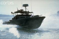Vietnam era U. Navy PBR (Patrol Boat River) at speed in open water Mekong Delta Vietnam, North Vietnam, Vietnam History, Vietnam War Photos, Brown Water Navy, Us Navy Ships, Pontoon Boat, Fishing Pontoon, United States Navy