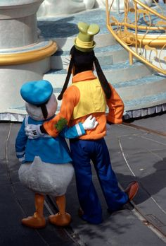 Donald & Goofy, Friends at Magic Kingdom Park