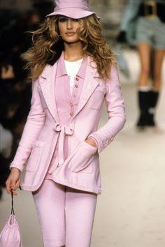 Chanel Fall 1994 Ready-to-Wear Fashion Show - Chanel Fall 1994 Ready-to-Wear Collection – Vogue - Fashion Week, Look Fashion, 90s Fashion, Runway Fashion, High Fashion, Fashion Show, Vintage Fashion, Fashion Outfits, Womens Fashion