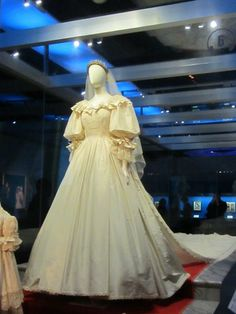 The Princess Diana exhibit is in its final stop on the world tour in Cincinnati. See her wedding gown, other dresses, family jewels, childhood memorabilia and more. #CelebrateDiana #discoverohio