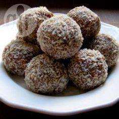 Chocolate Marshmallow Snowballs @ allrecipes.com.au Ingredients Makes: 36 balls 125g butter 1 (400g) tin sweetened condensed milk 3 tablespoons cocoa 1 teaspoon vanilla essence 1 (250g) packet plain malt biscuits 3 1/2 cups (300g) dessicated coconut 32 large marshmellows