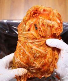 지퍼백보다 더 큰 식재료 깔끔하게 담는 비법 Cafe Design, Korean Food, Kimchi, Cabbage, Turkey, Meat, Vegetables, Cooking, Cleaning