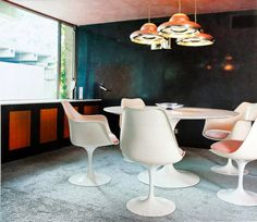 Eero Saarinen, Tulip dining set (1956) and Tobia Scarpa, Fior di Loto pandant lights (1964) for Flos, Italy. / Flickr