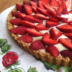 In this refreshing and bright tarte, I wanted to celebrate that sensation and showcase the sweet and juicy berries with a creamy, lemon cashew creme, poured into an almond shortbread crust. Enjoy this lovely dessert as summer beckons!