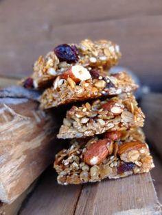 Ein knusprigerund vor allem gesunder Snack für Zwischendurch. Die Mandelriegel sind im Handumdrehen gemacht. Obfür den Energieschub nach dem Sport, als fruchtigerSnack auf dem Berg oder im Büro …