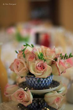 Gorgeous centerpiece with roses!