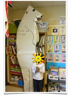 Love Those Kinders!: Enlarge a life sized picture of a polar bear and have kids stand next to it. great way to give kids a sense of size! Polar Bear Video, Polar Bear Facts, Penguins And Polar Bears, Artic Animals, Bear Crafts, Bear Theme, Toddler Art, Preschool Ideas, Teaching Ideas