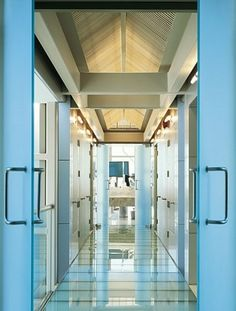 bridge of laminated glass leading to bath and dressing area Wardrobe Interior Design, Wardrobe Design Bedroom, Arch Interior, Diy Wardrobe, Modern Wardrobe, Wardrobe Doors, Interior And Exterior, Wardrobe Laminate Design, Dressing Area