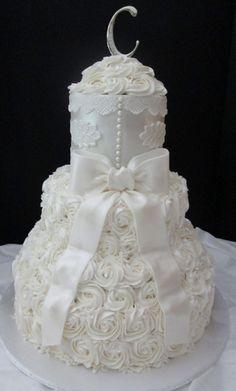 Ivory Applique and Rose Swirls make an elegant wedding cake