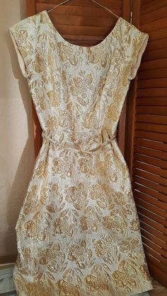 Vintage gold leaf pattern party or cocktail dress. Excellent condition! $49.90
