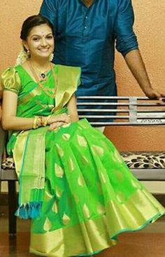 Saranya Mohan in green pattu saree. Half Saree Designs, Saree Blouse Neck Designs, Fancy Blouse Designs, Saree Blouse Patterns, Mehndi Designs, Bridal Silk Saree, Soft Silk Sarees, Georgette Sarees, Bridal Lehenga