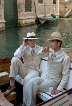 Ben Whishaw & Matthew Goode in 'Brideshead Revisited' English Gentleman, Gentleman Style, Costume Blanc, Brideshead Revisited, Ben Whishaw, Men's Fashion, Vintage Fashion, Old Money, Cute Gay
