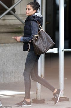 Victoria's Secret's Shanina Shaik works out with model Jasmine Tookes - Total Street Style Looks And Fashion Outfit Ideas Athleisure Trend, Sport Fashion, Fitness Fashion, Womens Fashion, Sporty Outfits, Classy Outfits, Shanina Shaik, Best Designer Bags, Fall Winter Outfits