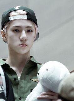 Sehun he looks so done Baekyeol, Kyungsoo, Chanyeol, Sehun Cute, Exo Ot12, Bts And Exo, Kpop, My Little Baby, Flower Boys