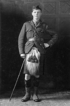 Viscount Francis Drumlanrig enlisted with the 1st Battalion, Black Watch, Royal Highlanders as a second lieutenant in January 1915. He served on the Western Front and was promoted to lieutenant in October 1915 and to captain in November 1917