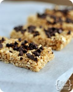 melskitchencafe.com: Chewy Granola Bars  --- No Peanut Butter in this one :-) but many reviewers have added PB and coconut oil successfully Yummy Snacks, Yummy Treats, Snack Recipes, Yummy Food, Kid Snacks, Sweet Treats, Chewy Granola Bars, Homemade Granola Bars, Vegetarian Chocolate